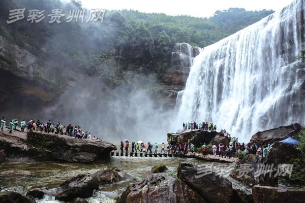国庆长假七天,世界自然遗产地赤水旅游异常火爆,各景区景点7天共接待