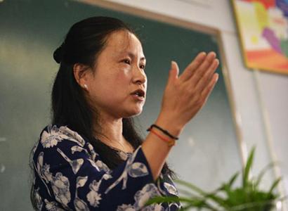 刘芳在心里辅导课上授课。