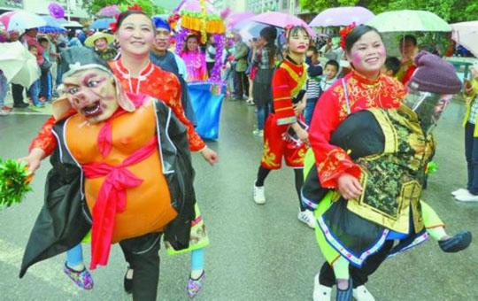 黔东南苗胞:歌舞迎端午