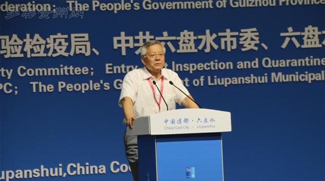 中国工程院院士原北京林业大学校长尹伟伦发表演讲
