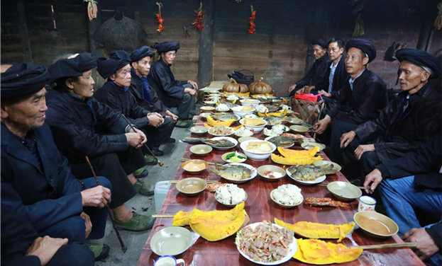 贵州榕江水族同胞欢度瓜节