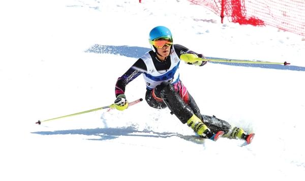 六盘水市举行与此同时全国高山滑雪青少年邀请赛当天在钟山区梅花山