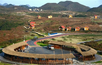百里杜鹃位于贵州省西北部毕节市中部,景区面积560余平方公里,因