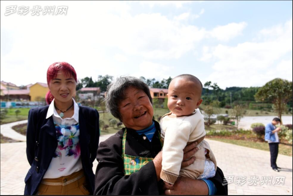 塘约村村民脸上扬起了幸福的笑容