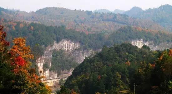 多彩贵州网 多彩贵州网贵州频道 新闻资讯    香火岩峡谷风景区位于