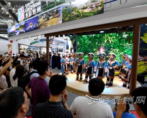 贵州民族文化聚热力 魅力歌舞点燃文博会的贵州激情