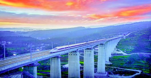 沪昆高铁驶过盘州市毛家营特大桥.肖本归摄-贵州迈进高铁时代 区域