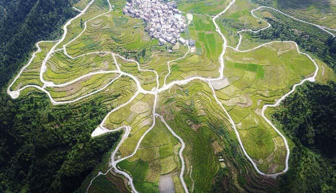 航拍贵州黔南村寨 美景如画