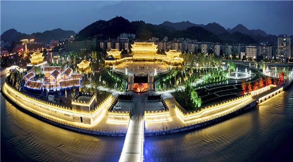 多彩贵州网贵州频道 贵州旅游    青云湖森林公园位于贵州省都匀市