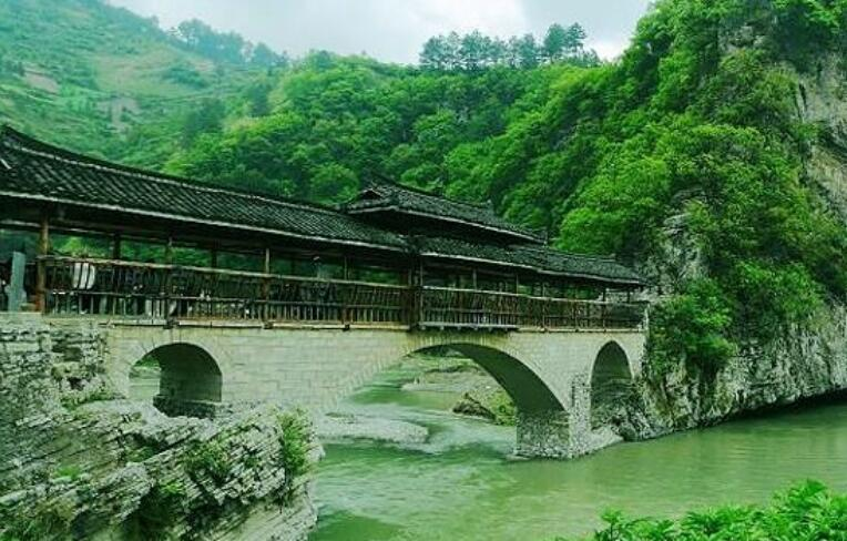 新聞資訊    云湖山風景區位于貴州興義市西南部黃泥河沿岸魯布格鎮