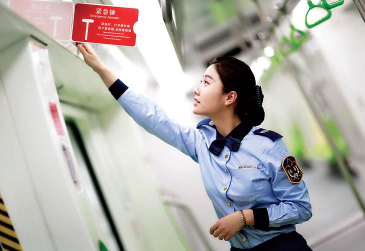 贵阳地铁1号线有13名女司机 快看 个个是美女