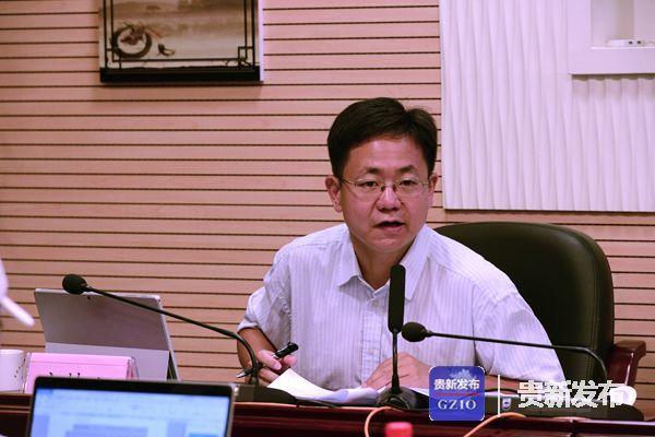 生态文明论坛年会新闻中心负责人陆海峰主持发布会