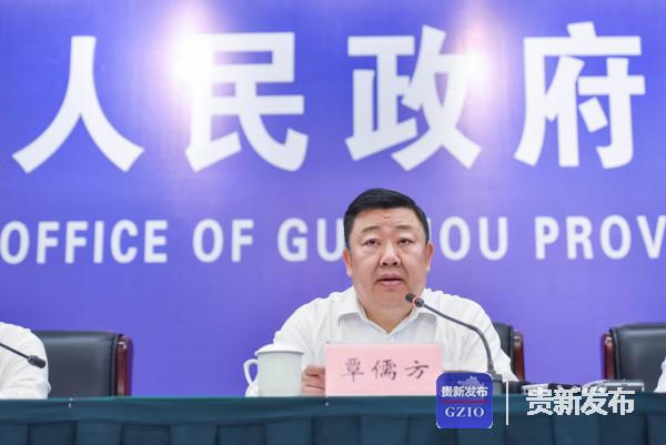 省扶贫办副主任、新闻发言人覃儒方介绍有关情况