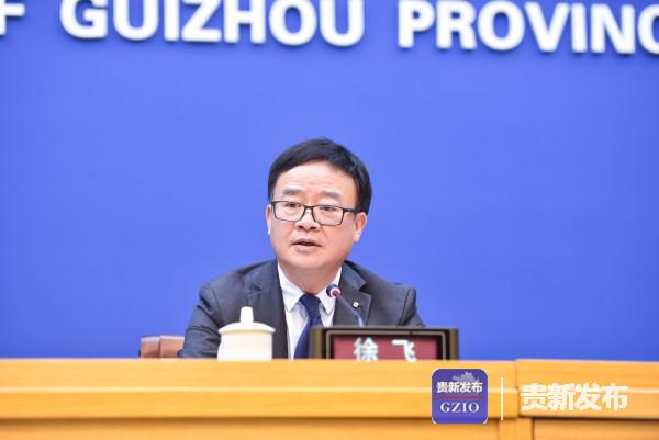 省民族宗教事务委员会巡视员徐飞主持发布会