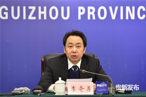 省卫健委党组书记、主任李奇勇介绍有关情况