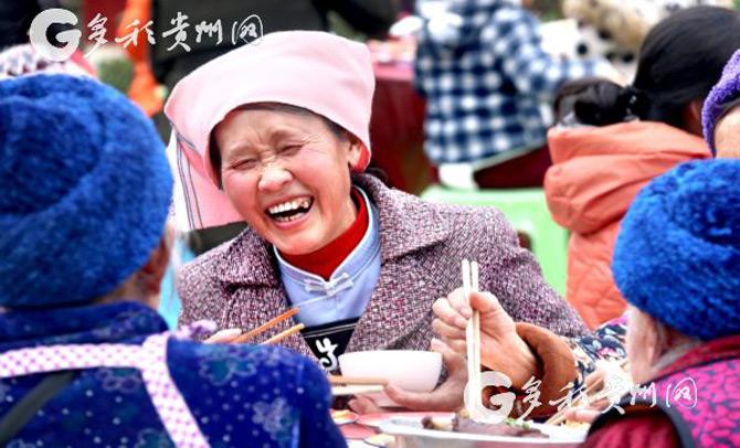惠水万余名移民群众共迎新年 同吃团圆饭