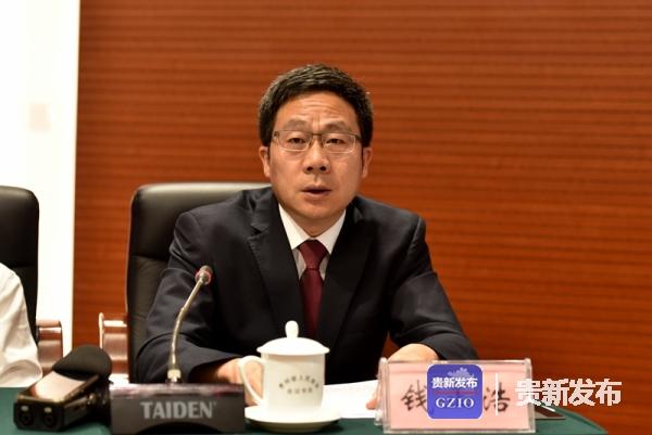 安龙县县委书记钱正浩介绍有关情况