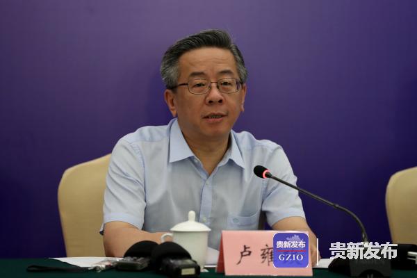 副省长、第九届酒博会组委会副主任、执委会主任卢雍政介绍有关情况