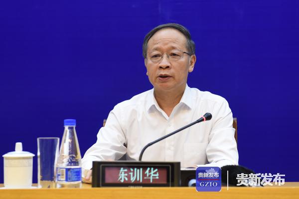 安顺市委书记、市长陈训华介绍有关情况