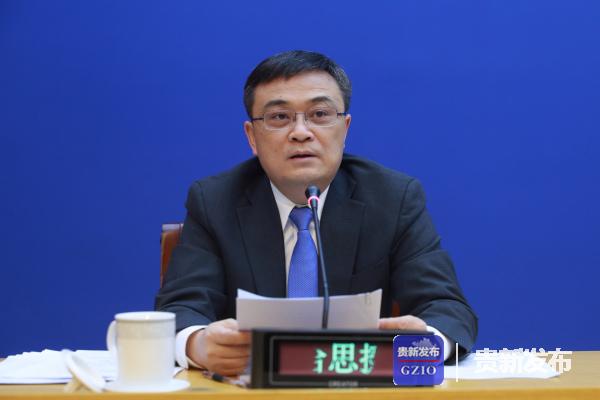 省委宣传部副部长、省政府新闻办主任哈思挺主持发布会