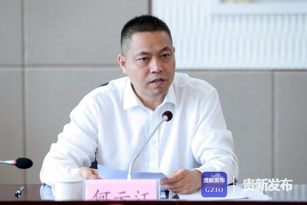 省保障办新闻宣传组组长、省委宣传部副部长何云江主持