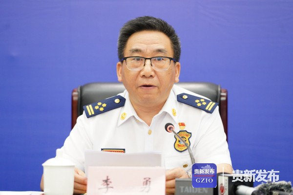 省消防救援总队总队长李勇介绍相关情况