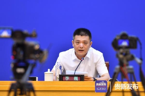 省工业和信息化厅党组书记、厅长李巍介绍有关情况