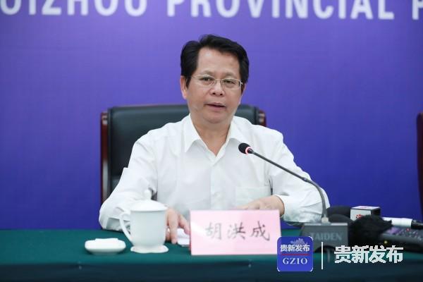 省加快推进林下经济高质量发展领导小组办公室主任、省林业局局长胡洪成介绍相关情况